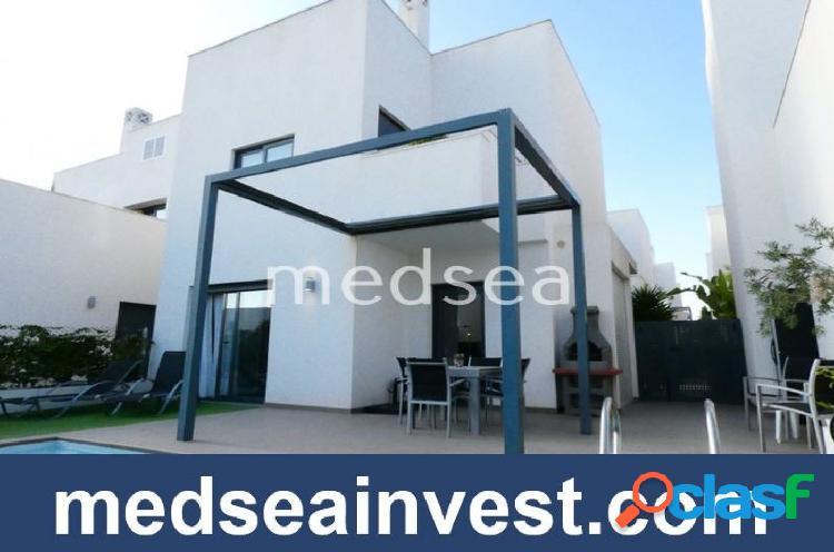 Hermosa villa con piscina climatizada en Quesada!