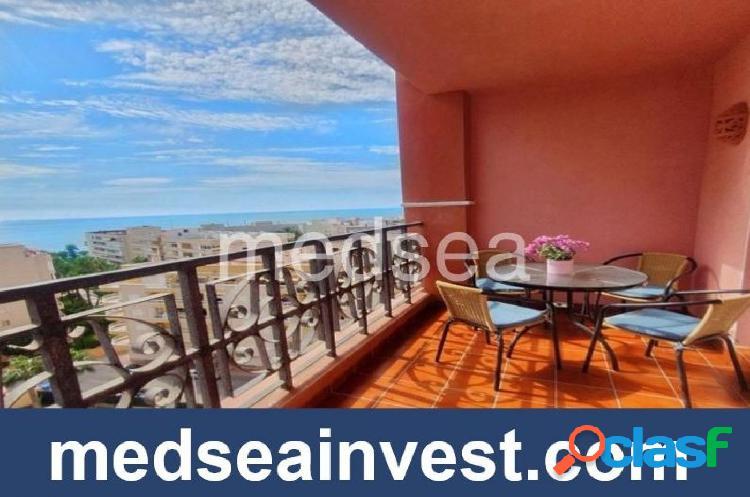 Impresionante apartamento con espectaculares vistas al mar.