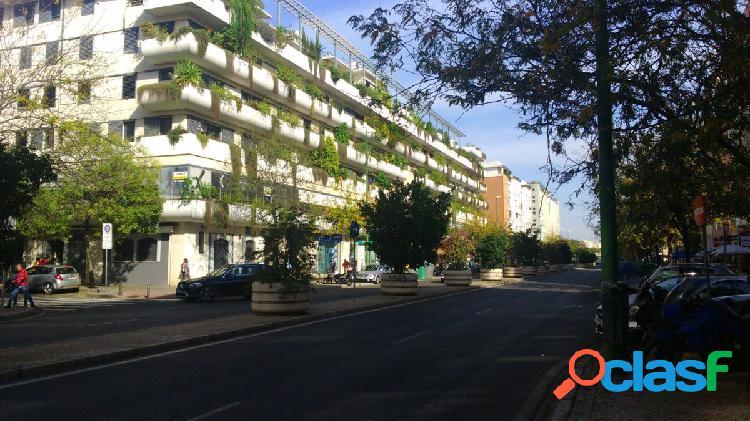 LUJOSO PISO AMUEBLADO DE 1 DORMITORIOS,GARAGE,PISCINA,