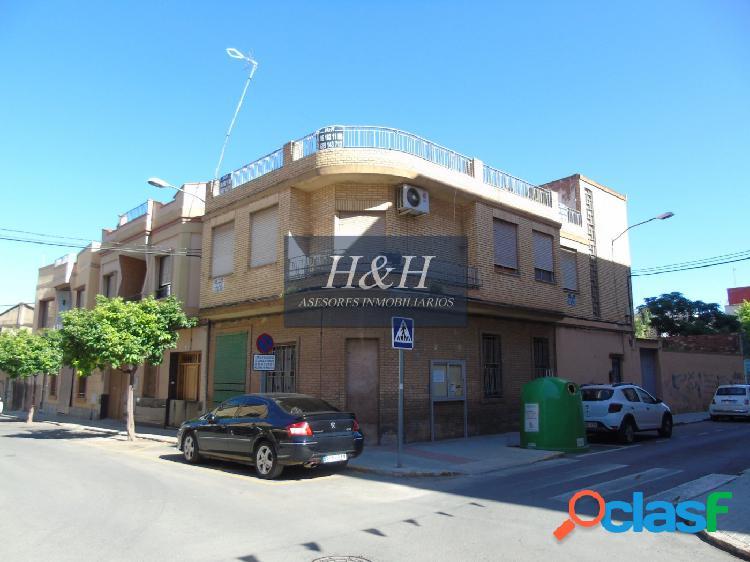 Magnífica casa próxima a universidad de Moncada. / HH