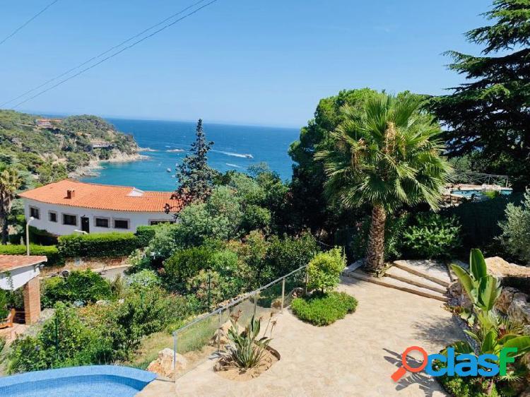 Moderna villa de diseño magníficas vistas al mar y