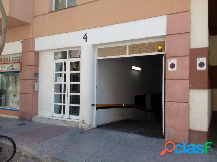 Plaza de aparcamiento en calle Brunete cerca de Bahia Blanca