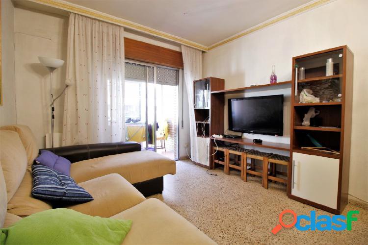 Ref: B5930B. Habitación disponible en piso de 4 dormitorios