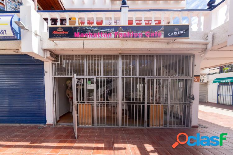 SE VENDE LOCAL COMERCIAL CON LICENCIA DE BAR/CAFETERÍA EN