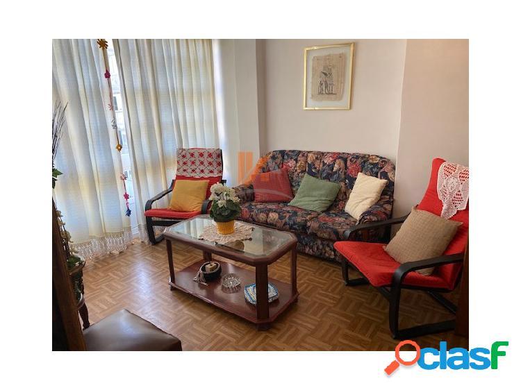 Se alquila apartamento de 2 habitaciones en calle Senra