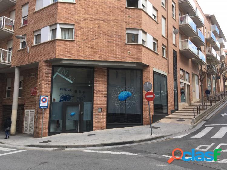 Se alquila estupendo local en la calle Maria Ugarte