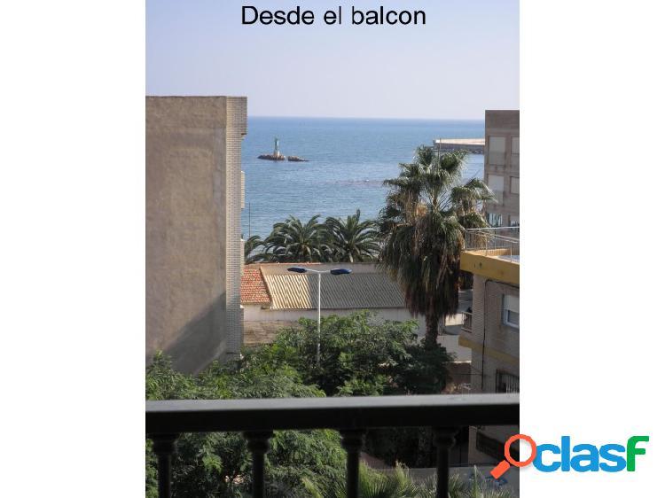 Se vende apartamento con vistas al mar a 50 m. de la playa