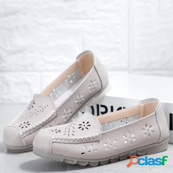 Slip de cuero hueco en los zapatos planos ocasionales para