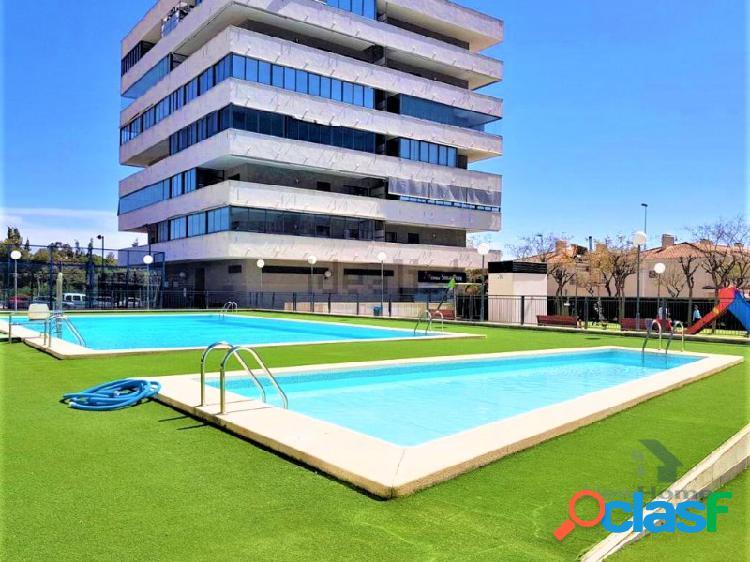 Urbanización con piscina y pádel. 3 habitaciones