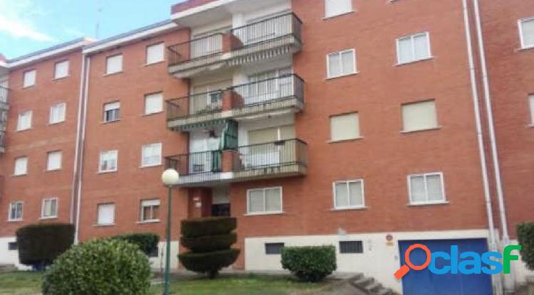 Urbis te ofrece un interesante piso en zona El Encinar,