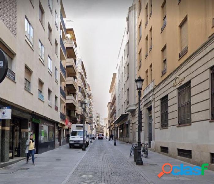 Urbis te ofrece un local a pie de calle en zona Centro,