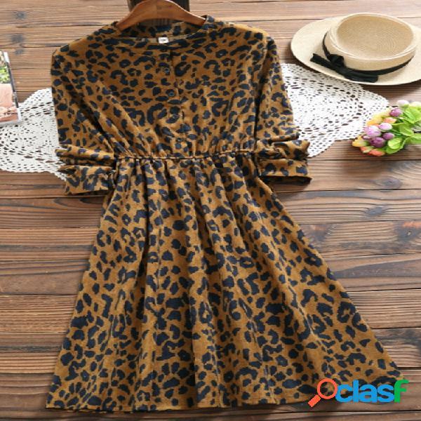Vestido de leopardo de manga larga con cuello alto de pana