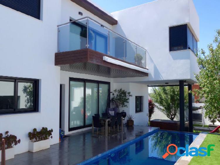 Villa de estilo moderno en Urbanización Sierrezuela, Mijas