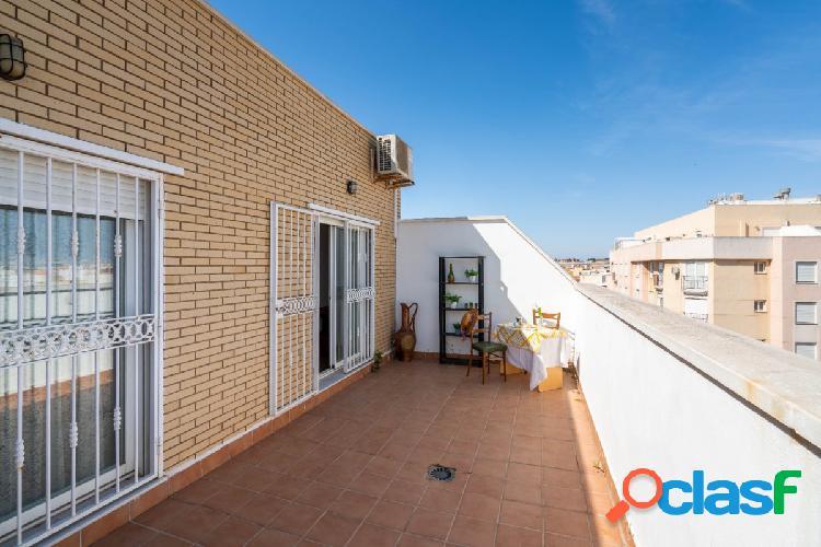 Ático de 2 dormitorios en calle Gravina Roquetas de Mar
