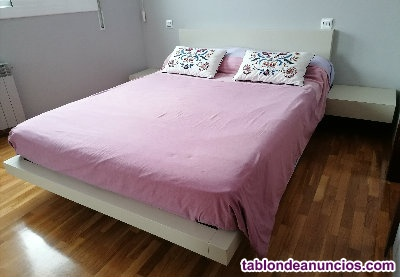 Conjunto de cama de matrimonio y mesitas