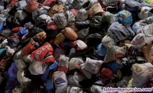 Se vende ropa usada donada de particulares sin clasificar