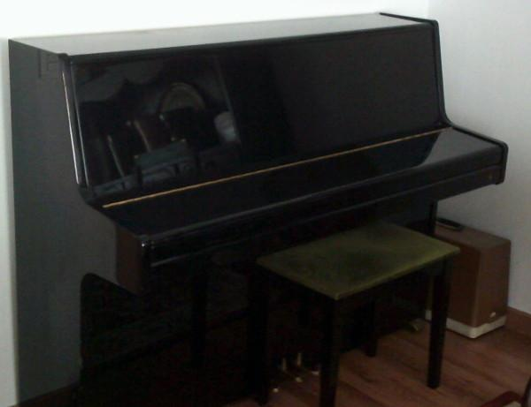 Piano Samick en negro pulido