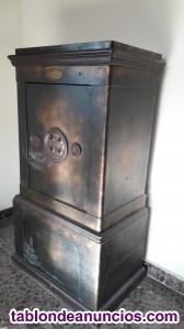 Vendo caja fuerte antigua de metal y madera