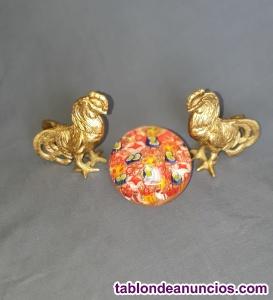 Pareja de gallos de bronce fundido a la arena
