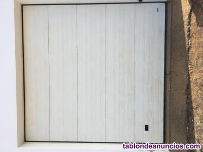 Se vende puerta de garaje con motor y dos mandos