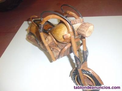 Moto artesanal de madera