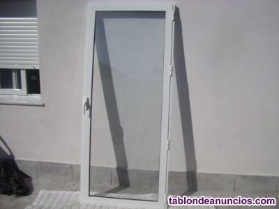 Puerta y marco de acceso lacada en blanco