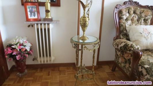 Pequeña mesita de bronce y cristal
