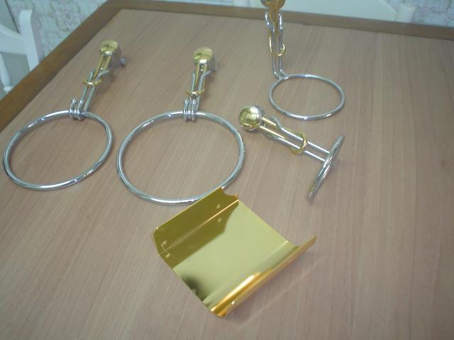 Accesorios de Baño en acero inoxidable color oro y plata