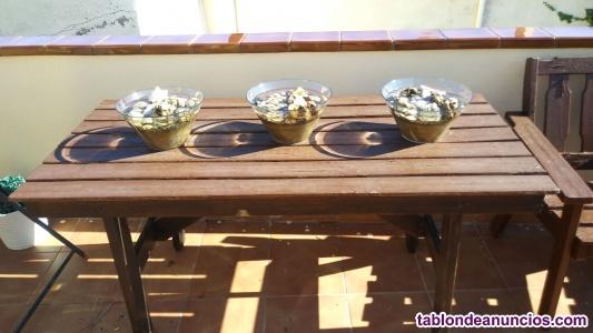 Vendo mobiliario de jardín, una mesa, un banco y dos