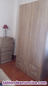 Se venden dos armarios roperos y mesillas