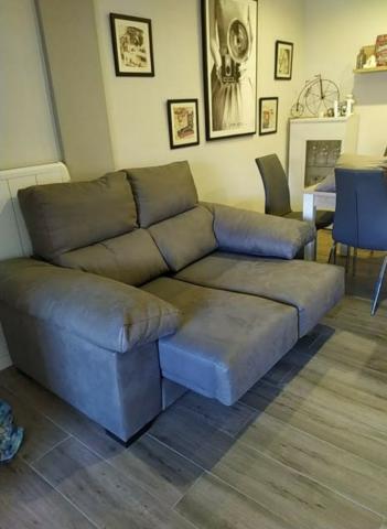 Sofa gris dos plazas extensible sin uso