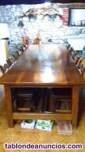 Mesa y sillas de madera de Teka