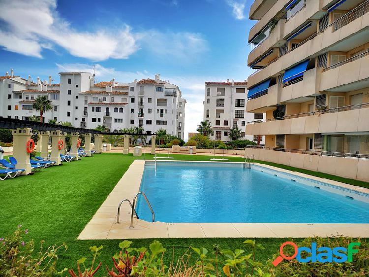 Apartamento en el centro de Puerto Banús con piscina y