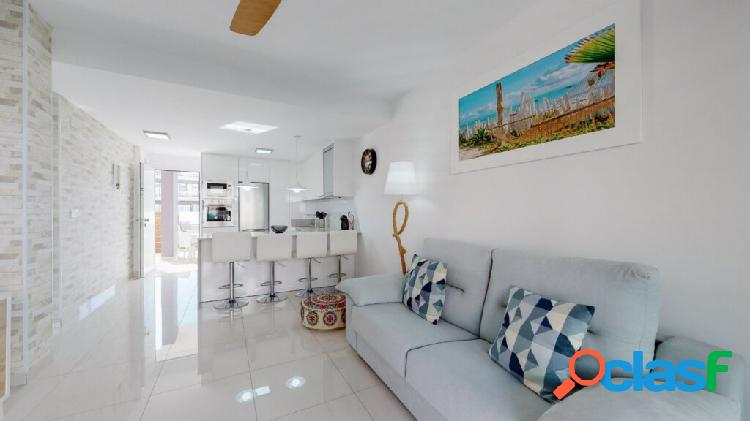 Apartamento nuevo de 2 dormit. y 2 ban;os a 150 m. del mar