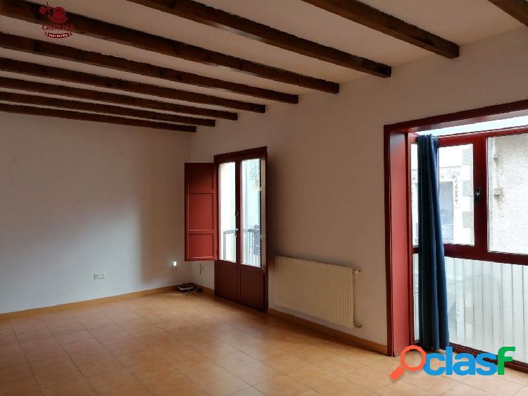 Bonito piso de 80 m2 con dos dormitorios y un baño en PLENO