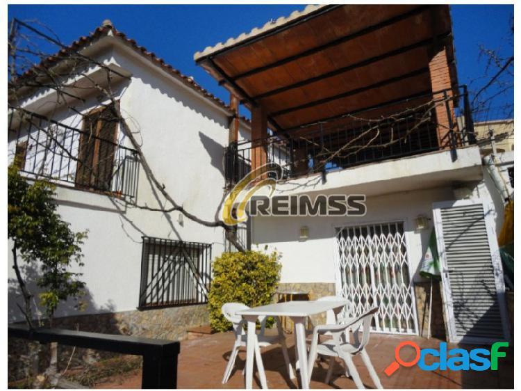 Casa en Lloret de Mar con 3 apartamentos independientes.