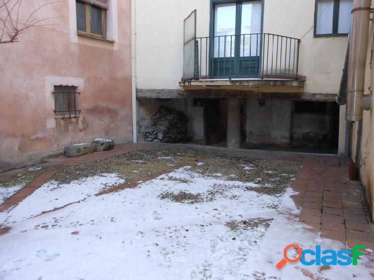 Edificio de tres plantas en pleno centro de Segovia ideal