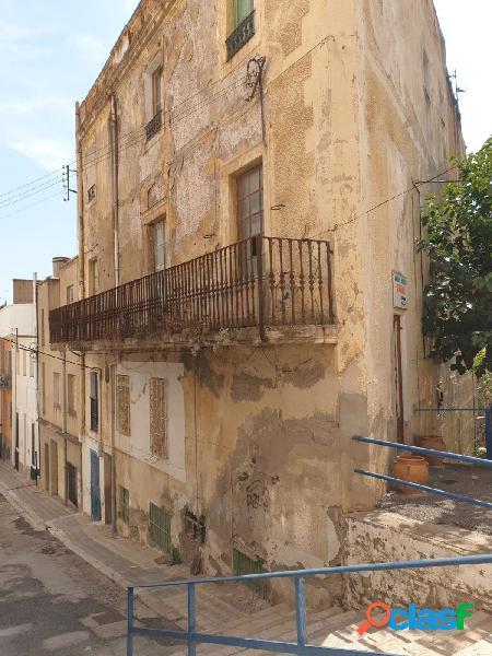 Edificio para Reformar situado en el centro del pueblo de