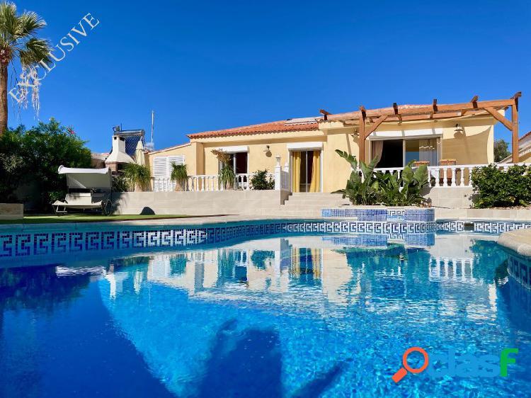 En venta Villa 4 habitaciones con piscina privada y jardín