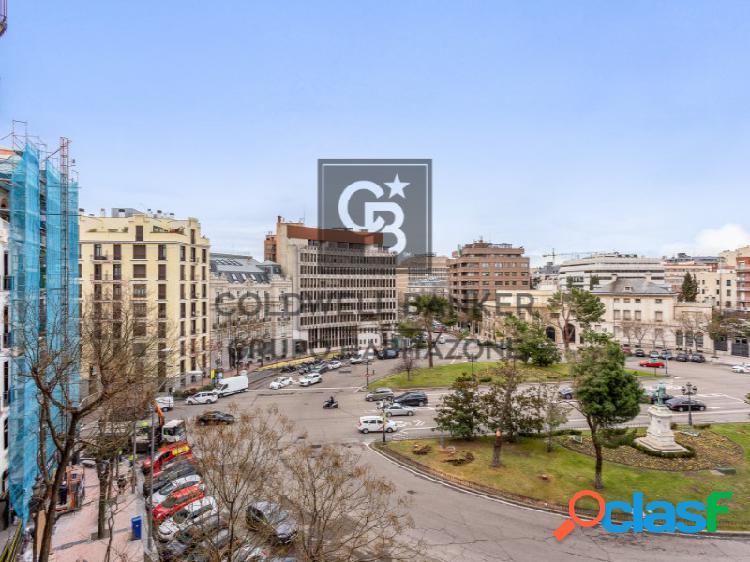 Espectacular vivienda reformada con vistas a la Plaza del