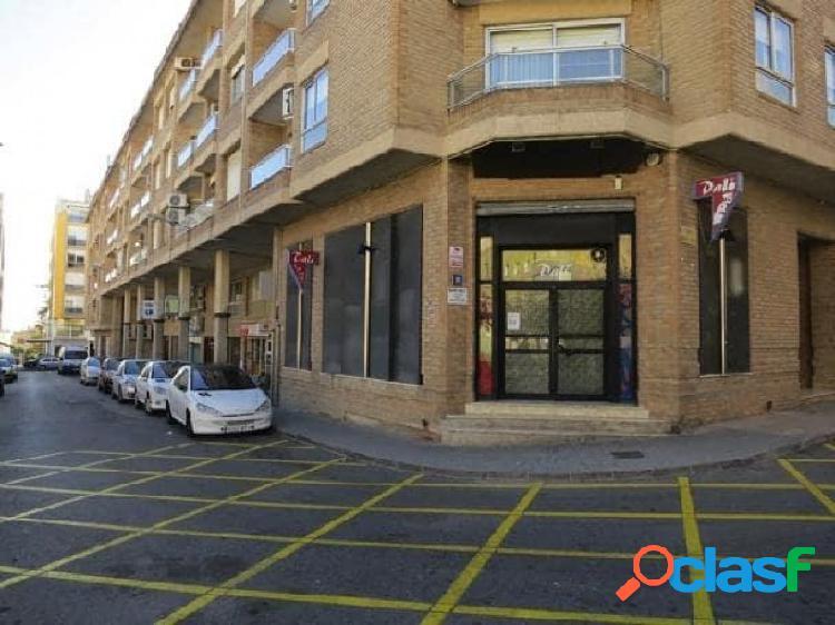 Local comercial de 67 m2 en el centro del pueblo.