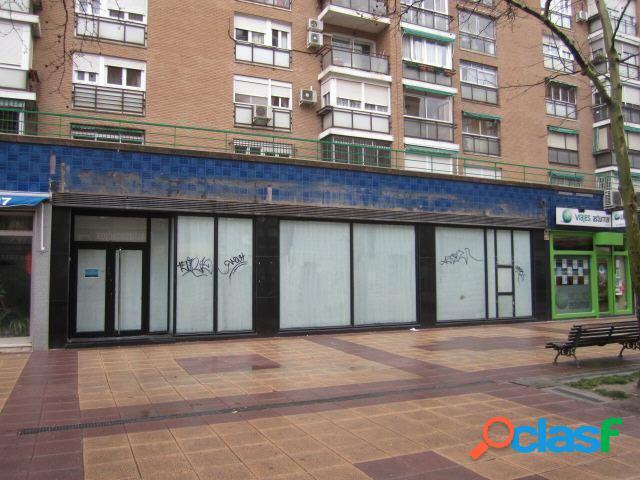 Local en venta en el Barrio Santa Eugenia, zona Villa de