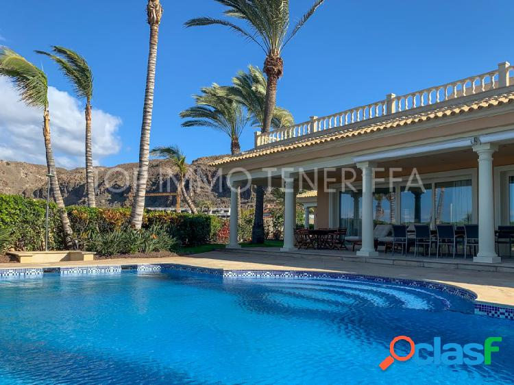 Lujosa Villa en primera línea de mar en El Palm Mar