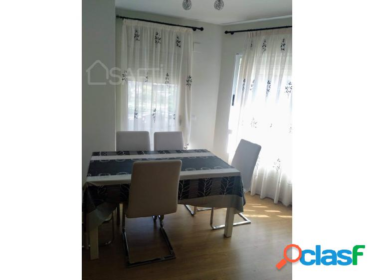 Luminoso dúplex de 3 habitaciones y 2 baños con balcón y