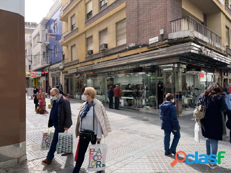 OPORTUNIDAD INVERSORES: Magnífico local comercial en pleno