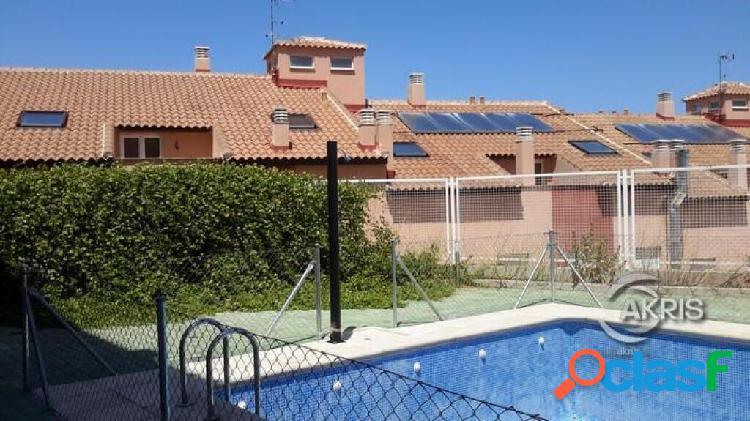 Piso con garaje y trastero, en urbanización con piscina