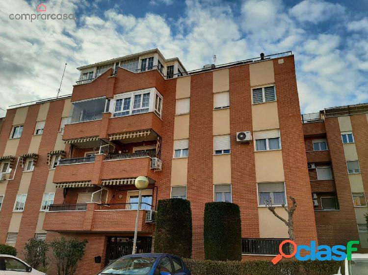 Piso de 4 dormitorios en Calle Dalia