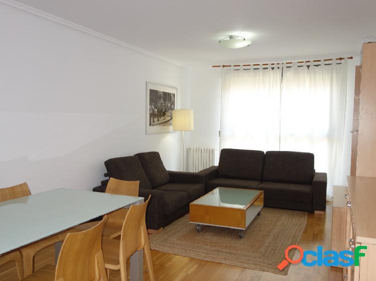 Piso de cuatro habitaciones, terraza grande, plaza doble y