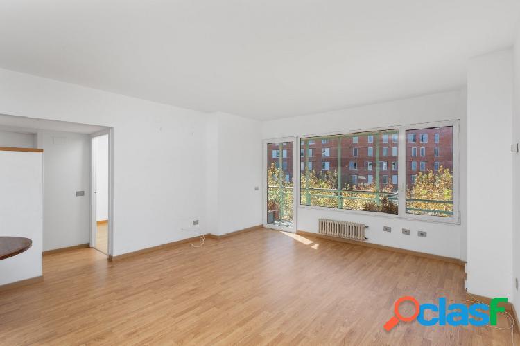 Piso en venta de 111m2 con 3 habitaciones dobles y terraza