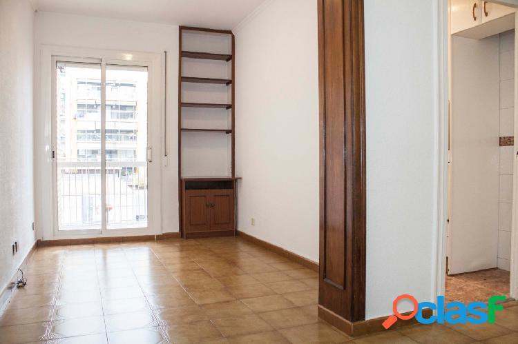 Piso en venta de 91m2 con 4 habitaciones, 1 baño y aseo en